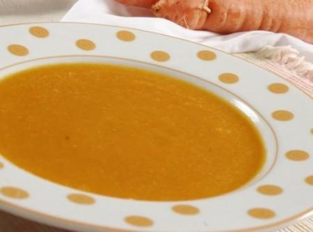 Sopa Creme de Cenoura com Pão Italiano