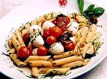Penne com Abobrinha, Mussarela e Tomate Cereja