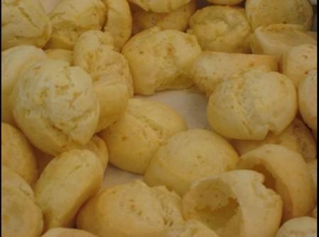 Pão de queijo com batatas