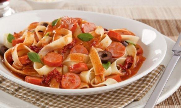 Talharim Com Molho de Tomate Especial Com Salsicha