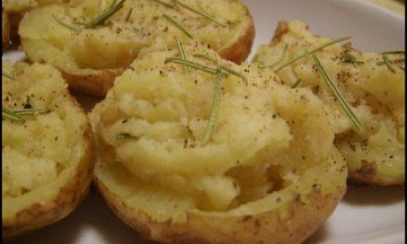Batatas Recheadas com Queijo e Alecrim