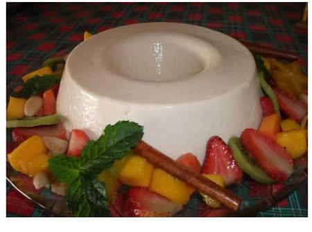 Pudim de Atemóia com Frutas Marinadas