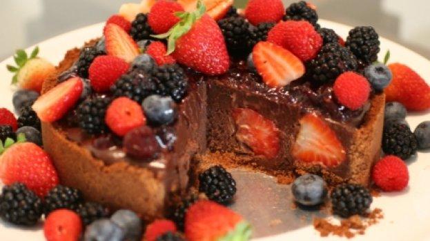 Torta Trufada de Chocolate com Frutas Vermelhas