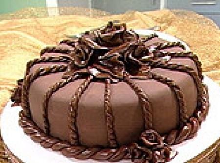 Torta Majestosa Coberta com Pasta de Chocolate(isamara Amancio)