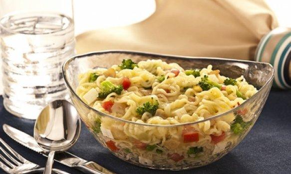 Macarrão instantâneo com brócolis e queijo