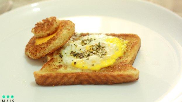 Receita de Ovo Frito no Ninho (Egg in a Basket)