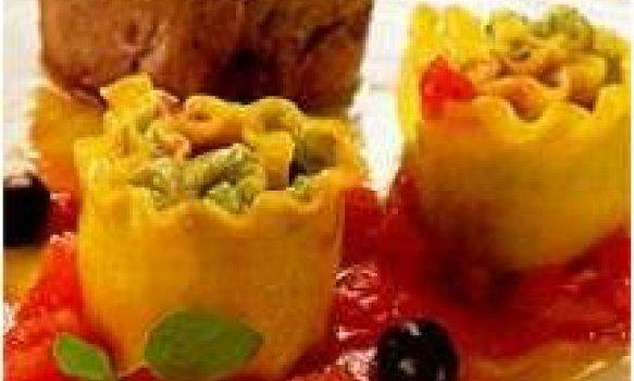Rolinho de lasanha com creme de gorgonzola