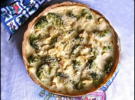 Quiche de brócolis com creme de queijo
