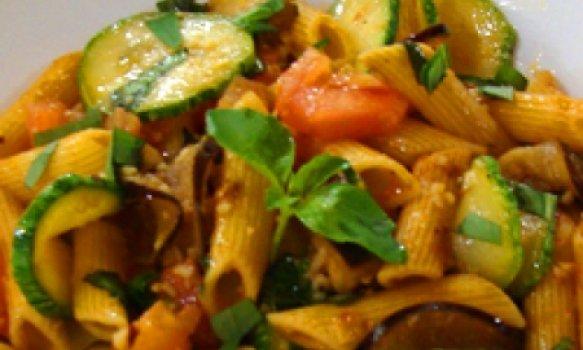 Penne ao molho de legumes 30 min