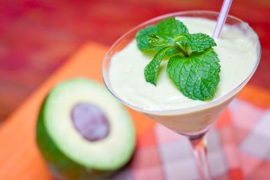 Vitamina de abacate com limão e chá verde