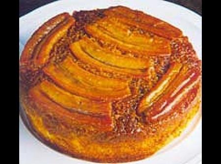 Torta de Banana Tradicional | Caroline Moreira