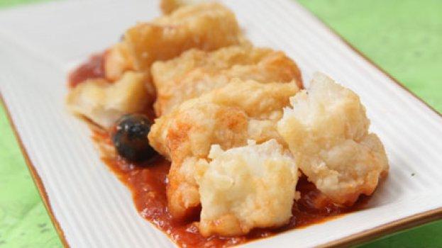 Bacalhau com Tomate e Azeitona Preta
