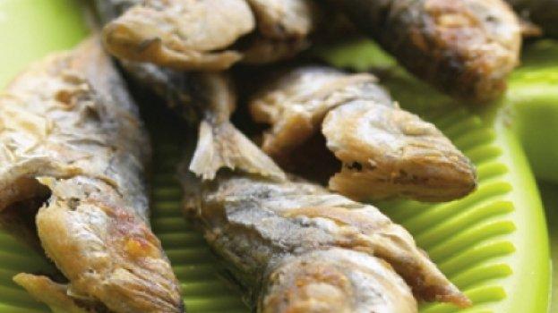Fritada mista com arroz de alho e coentros