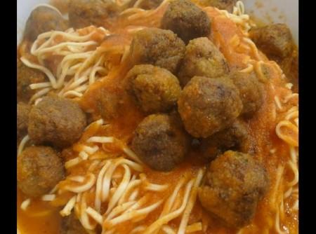 espaguete de almondegas | Cristiane Clemente Carosa
