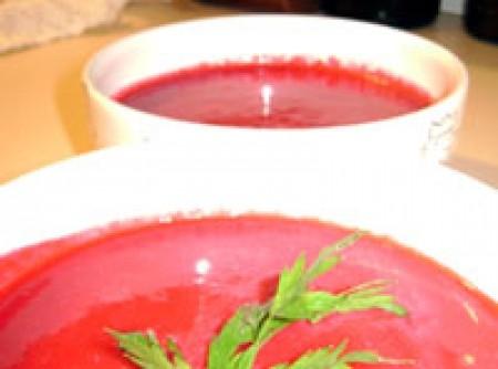 Sopa fria de beterraba com yogurte