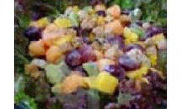 Salada de frutas com croutons