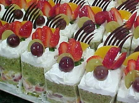 Bolo de Frutas com Chá Verde (Matchá)