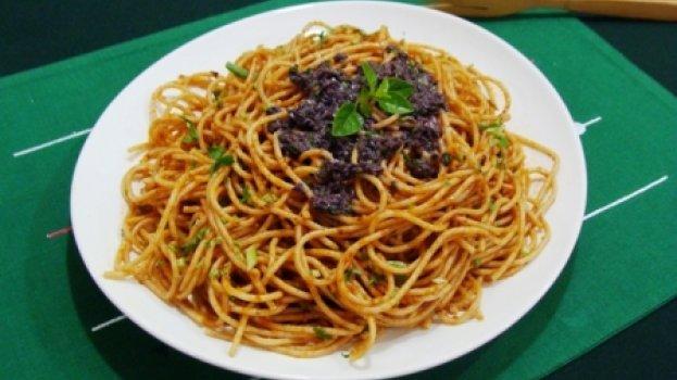 Salada de Macarrão ao Tapenade de Azeitonas e Tomates