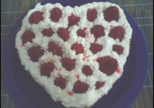 torta de creme com morangos e marhmallow