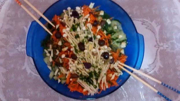 Salada de Cogumelo Enoki com Pepino e Cenoura