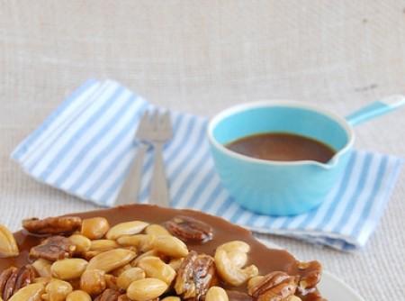 Bolo de Açúcar Mascavo com Nuts Carameladas com Butter Toffees