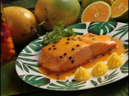 Salmão ao molho de laranja e maracujá
