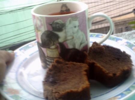 Bolo Black com chá de maçã e canela