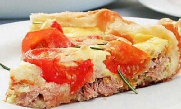 Torta de atum com tomate