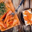 Gravlax de salmão com torradas