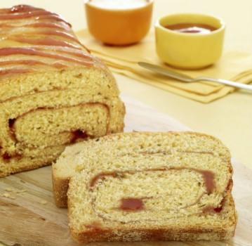 Pão de Milho Recheado com Goiabada