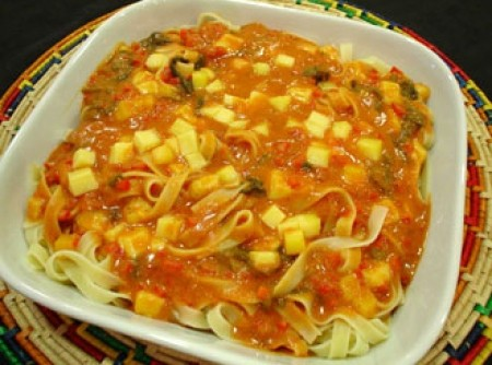 Talharim ao Molho de Tomate e Espinafre