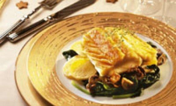 Bacalhau com espinafres e cogumelos