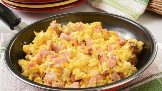 Ovos mexidos com presunto e queijo/CyberCook