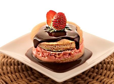 Biscoito Recheado com Sorvete de Morango   Alexandre Corso