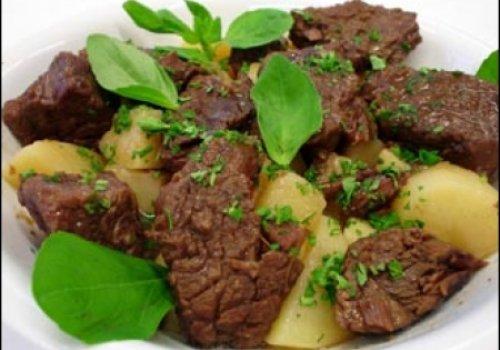 Carne com Manjericão e Batatas