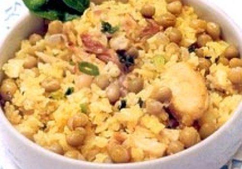 arroz com frango e ervilha