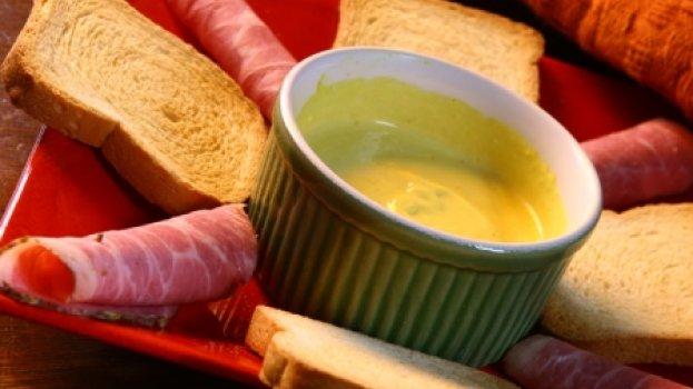 Rosbife com dip de mostarda