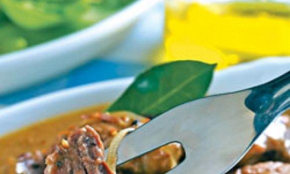 Cubos de carne com especiarias