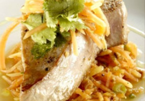 Atum branco com Salada de Papaya verde