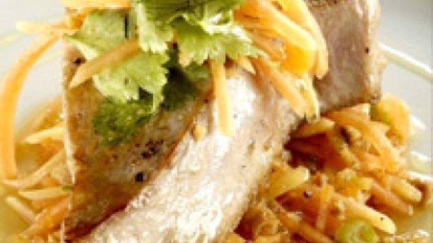 Atum com Salada de Papaya Verde
