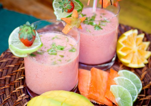 Vitamina de laranja, manga e cenoura