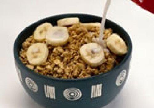 Banana com granola, iogurte e mel
