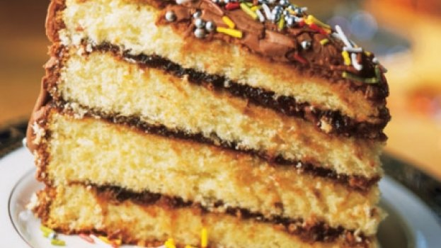 Bolo de Aniversário com Ameixa e Chocolate