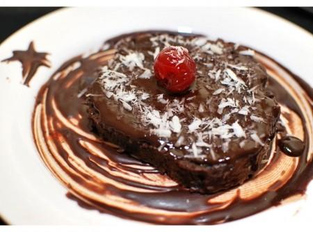 Bolo Vegano de Cacau com Calda de Cereja e Chocolate    Lorilei Helena Rahn
