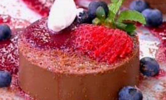 Bavaroise de Chocolate Com Calda de Frutas Vermelhas
