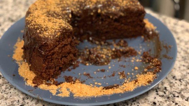Bolo de Chocolate com Cobertura de Chocolate Amargo