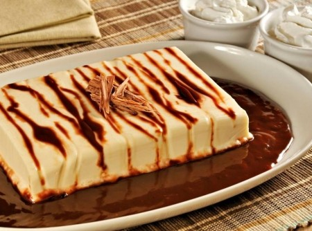 Pudim de Chantilly com Calda de Chocolate | RENATA BARROS DE CARVALHO