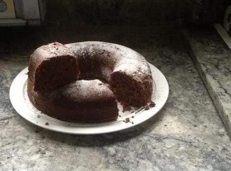 Bolo de Chocolate com Mel e Granola