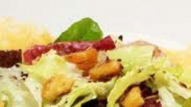 Shitake em radicchio com pesto de agrião