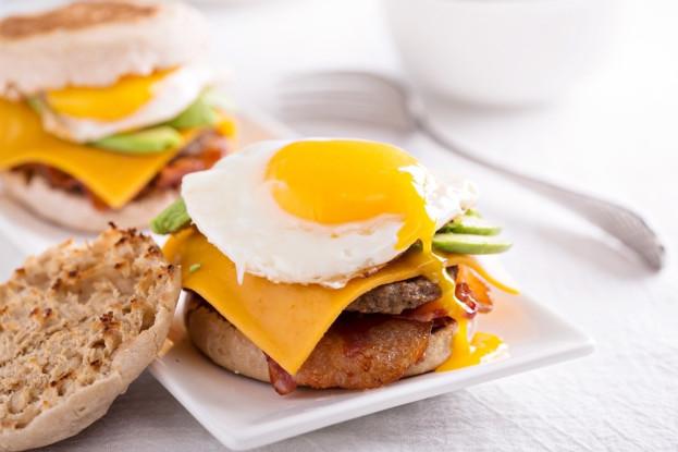 Hambúrguer com ovo poché e bacon/CyberCook